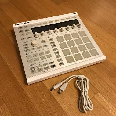 Native Instruments Maschine MK2 (white) + Maschine Stand (in regalo)