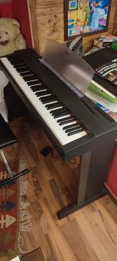 Pianoforte Yamaha P70 completo di mobile e pedale - perfetto