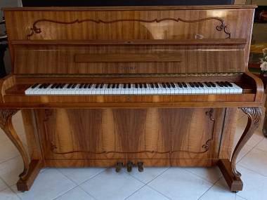 Pianoforte verticale Doina