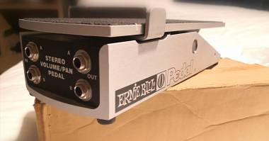 ERNIE BALL PEDALE PEDAL VOLUME STEREO + SWITCH (Sped. Inclusa)