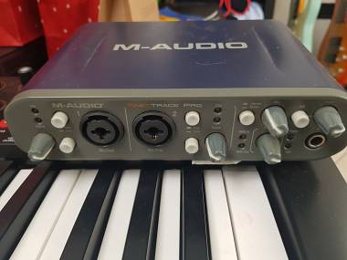 M Audio Fast track pro bundle con tastiera oxygen 25