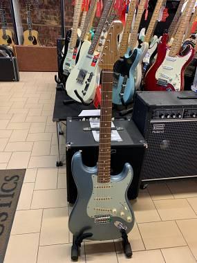 Fender Stratocaster Vintera 60's Ice Blue Metallic